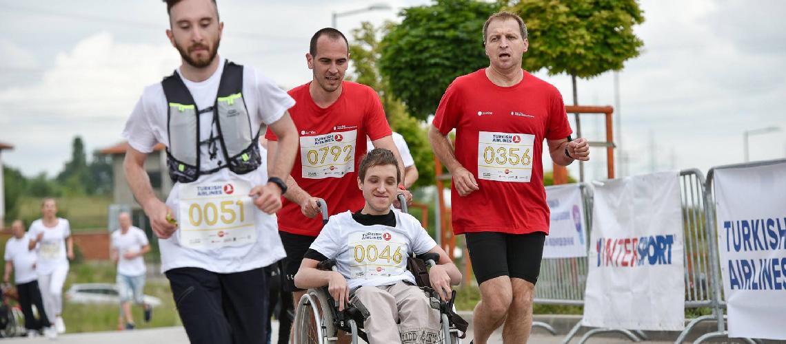 ตามผู้ก่อตั้งกลุ่ม 'วิ่งด้วยกัน' ไปงานวิ่งของคนพิการกับไม่พิการครั้งแรกที่บัลแกเรีย