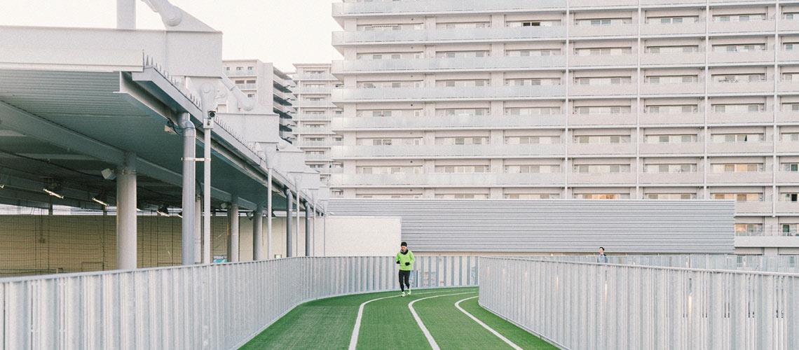 วิ่งอย่างเหนือระดับบนทางวิ่งลอยฟ้า ณ ห้างกลางเมืองโอซาก้า