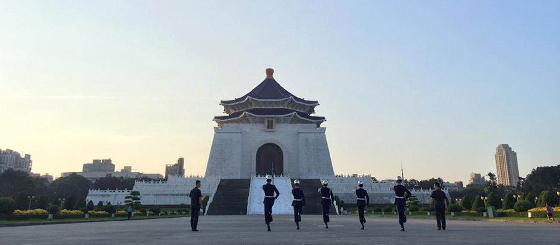 วิ่งไปดูพระอาทิตย์ขึ้นที่อนุสรณ์สถานประธานาธิบดีเจียงไคเช็ค ไทเป