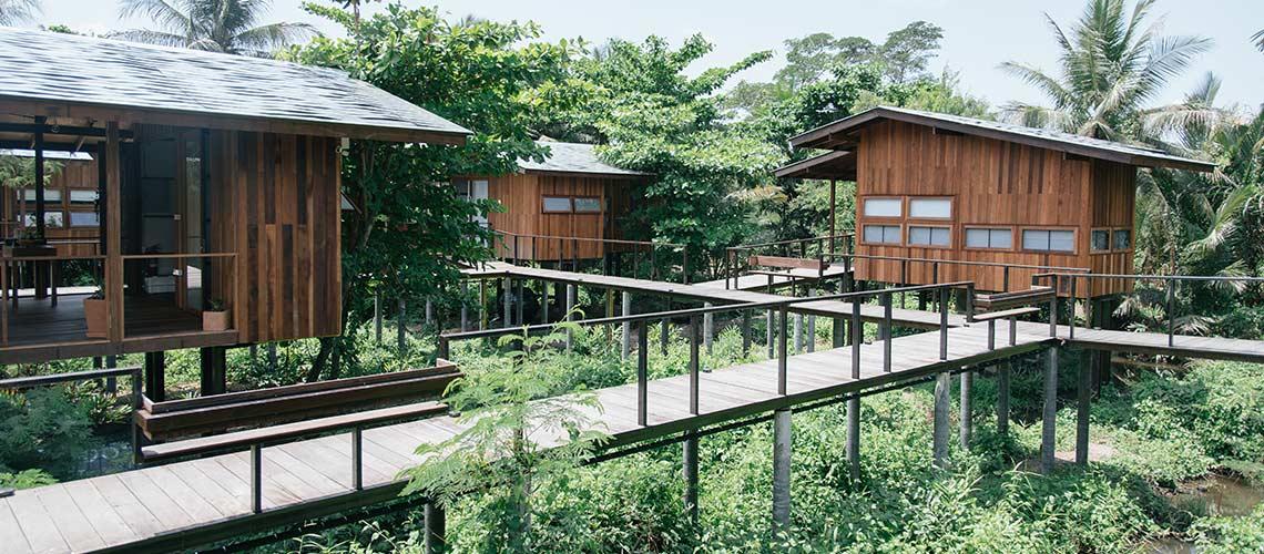บ้านมะขาม บางน้ำผึ้ง : ที่พักเรียบเท่ที่เด่นเรื่องการออกแบบบ้านไม้ให้น่านอน