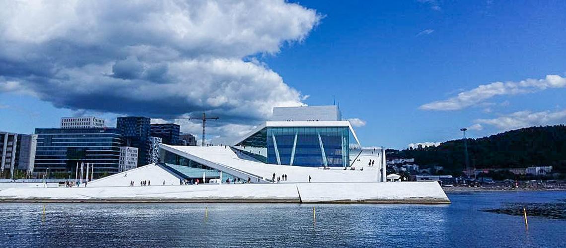 Oslo Opera House : สถาปัตยกรรมกลางเมืองออสโลที่มอบพื้นที่ให้คนและดนตรีมีชีวิต