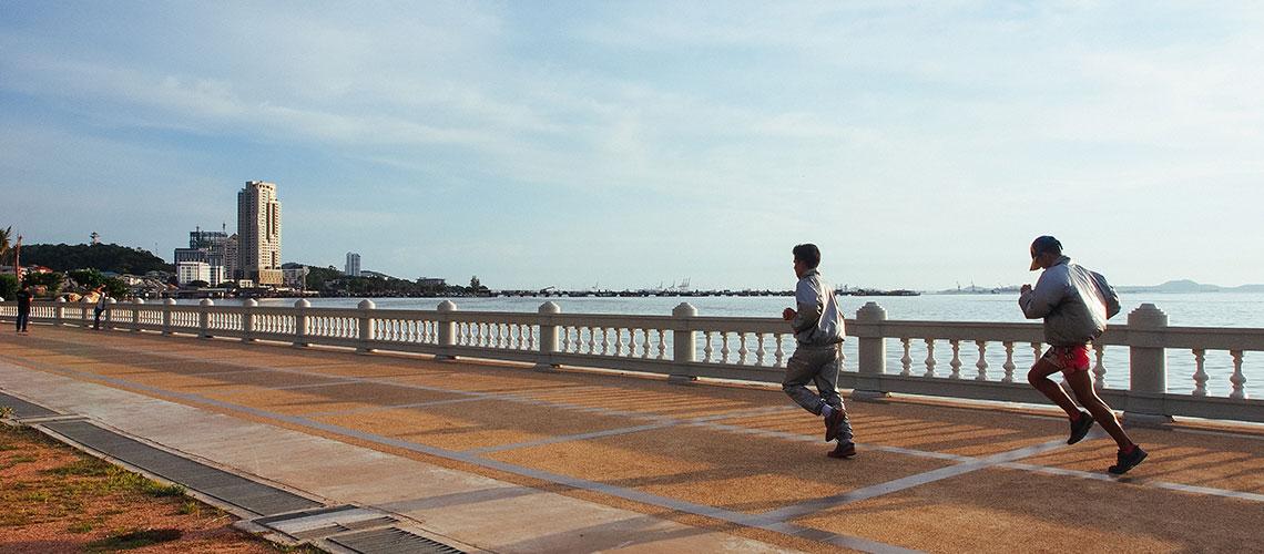 วิ่งสบายๆ ริมทะเลที่เกาะลอย ศรีราชา