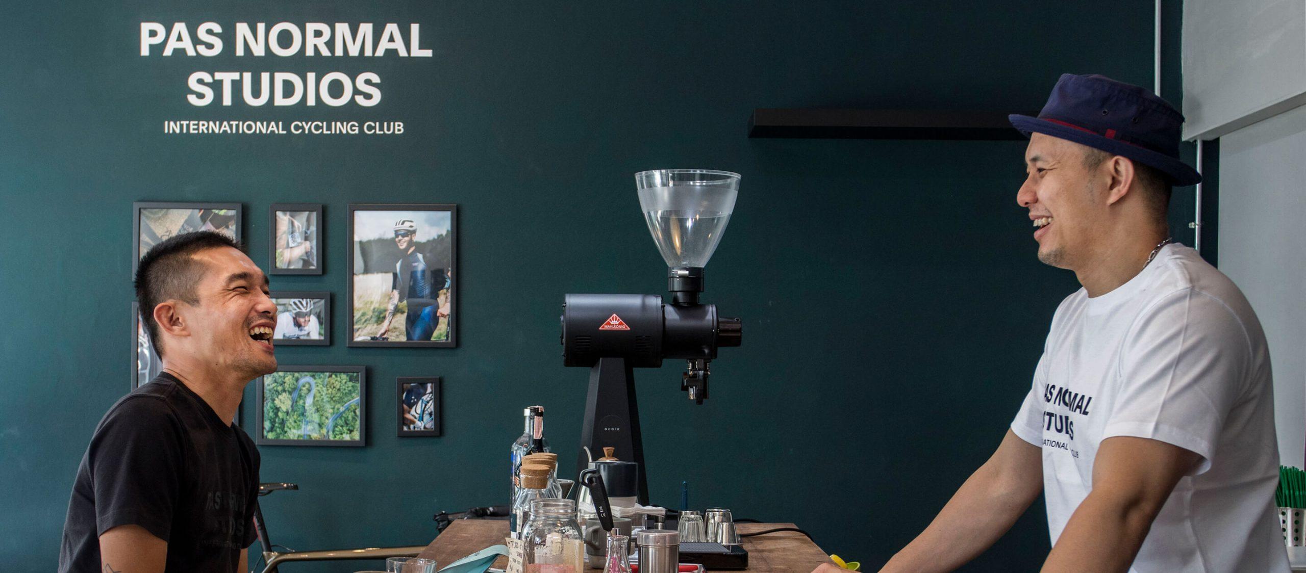 One Two Two Coffee Bar x Pas Normal Studios : คาเฟ่และช็อปเสื้อจักรยานสุดซิ่งที่อยากเอาใจเพื่อนนักปั่นทุกสาย