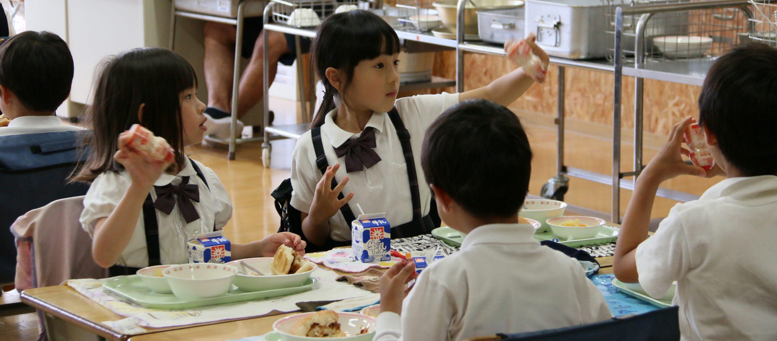จากท้องอิ่มถึงวัฒนธรรม เบื้องหลังอาหารกลางวันเด็กญี่ปุ่นที่มียาคูลท์เป็นส่วนประกอบ