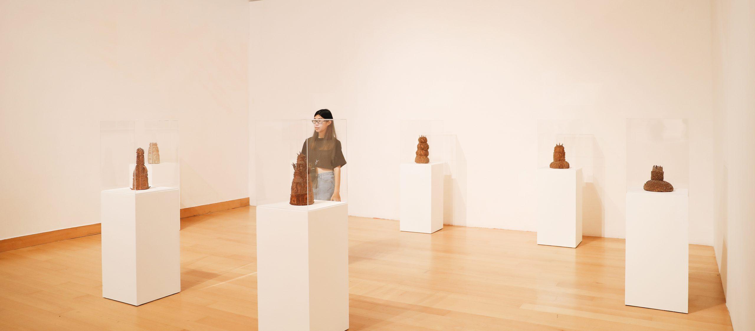 ตามไปดูศิลปะของคนนอกโลกศิลปะ กับสองภัณฑารักษ์แห่งนิทรรศการ 'ความงามนิรนาม'