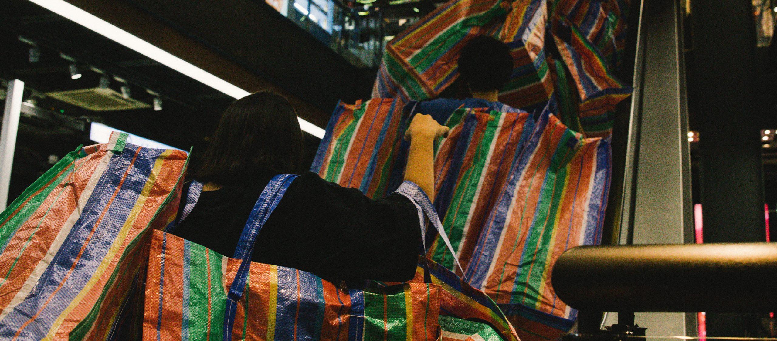 Balen(ciaga) I Belong : แฟลชม็อบกระเป๋าสายรุ้งที่บรรจุความเหลื่อมล้ำของดอกหญ้าในป่าปูน