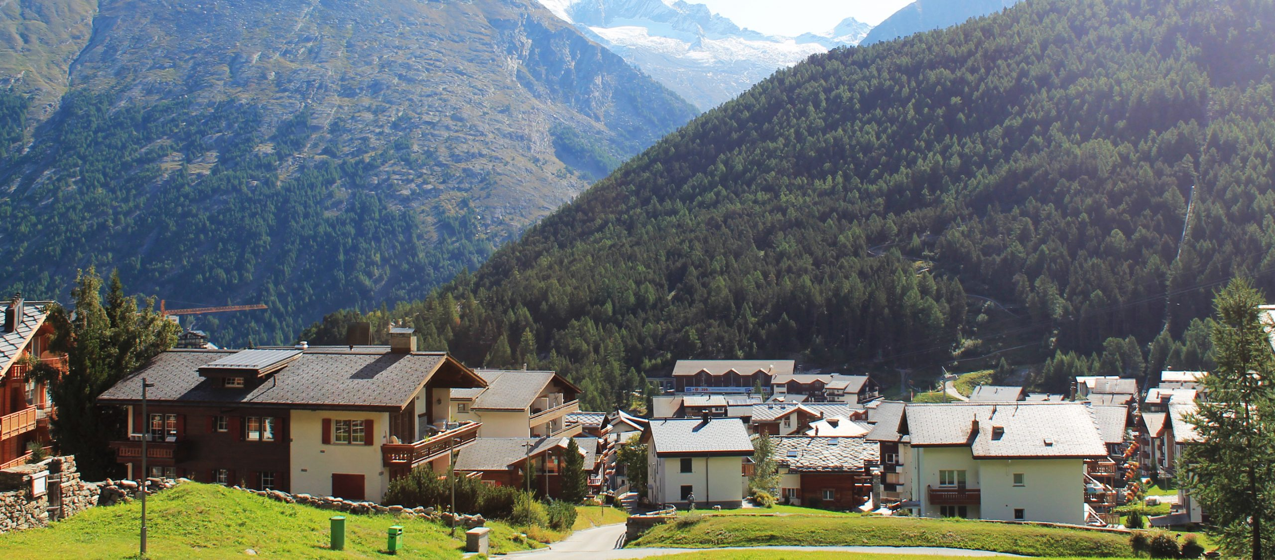 Saas-Fee หมู่บ้านในสวิตเซอร์แลนด์ที่เปิดประตูออกมาก็เจอภูเขา 13 ยอดโอบล้อม