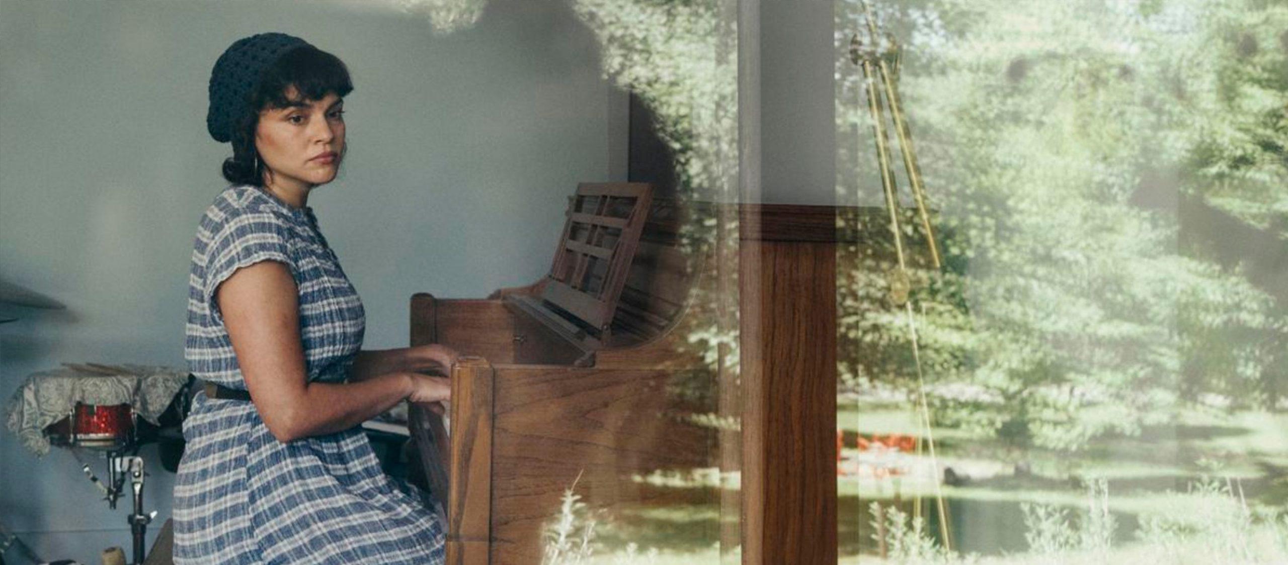 """""""ช่วยฉุดฉันออกไปจากตรงนี้"""" อัลบั้มใหม่ที่มืดมนที่สุดของ 'แจ๊สควีน' Norah Jones"""