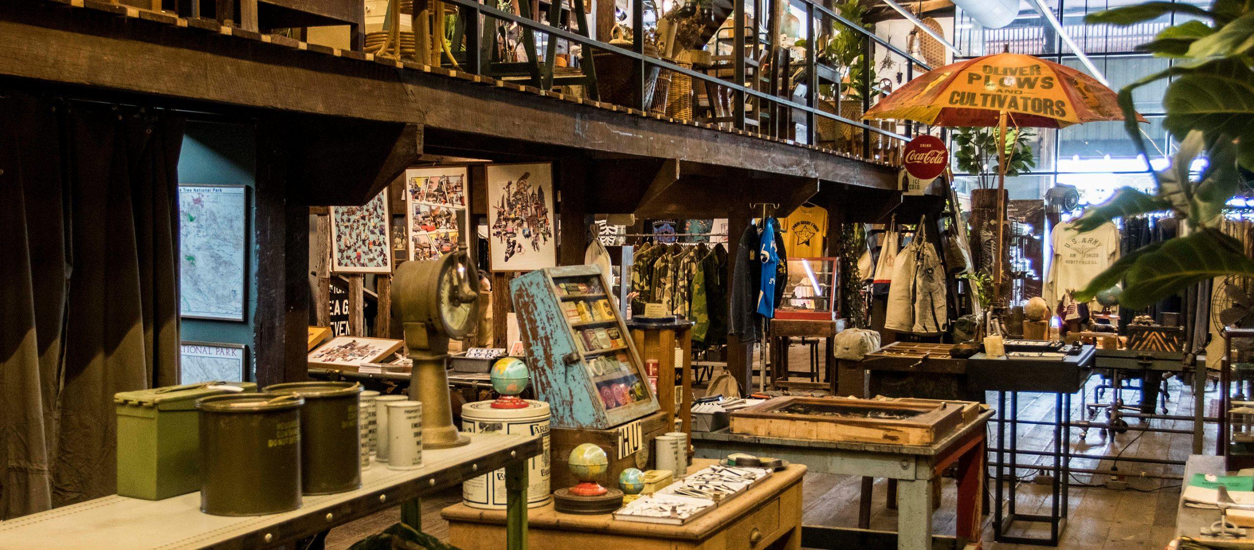 Horse Unit และ Woot Woot Store ร้านวินเทจในร้านวินเทจที่มีตั้งแต่ชุดทหารอเมริกันยันไม้กวาดญี่ปุ่น