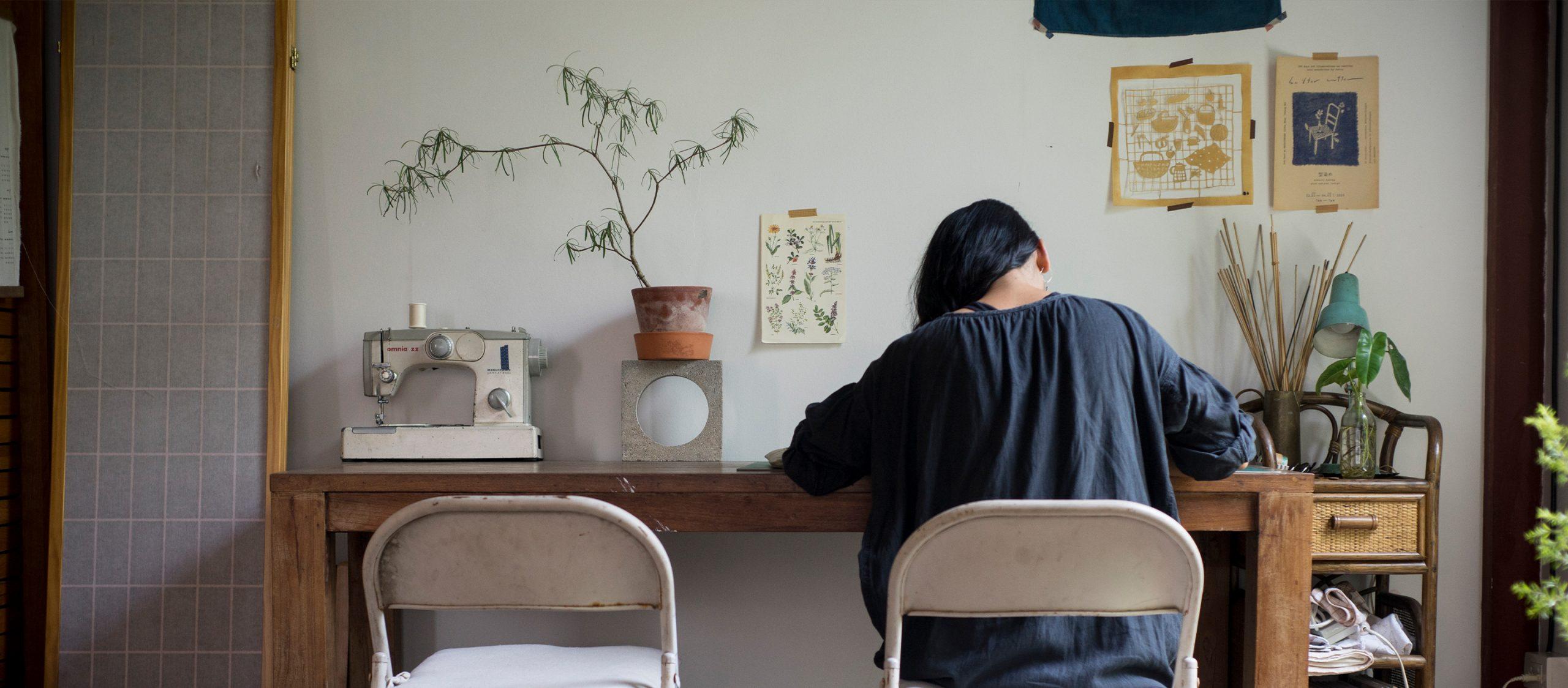 jibberish แบรนด์ผ้าย้อมครามเชียงใหม่ที่ยืมเคล็ดลับจากคนญี่ปุ่น อินเดีย และผู้คนระหว่างทาง