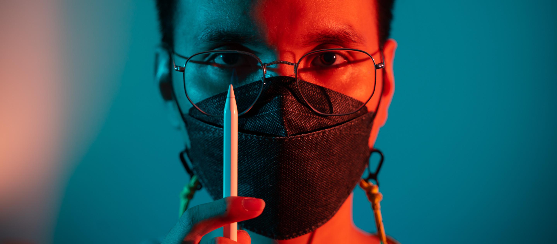 """""""ความกลัวไม่ได้เป็นเครื่องมือทำงานของเรา"""" สินา วิทยวิโรจน์ นักวาดภาพประกอบประชาธิปไตย"""